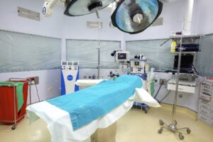 Houston cosmetic surgery center operating room with operating table, lamps, and medical equipment